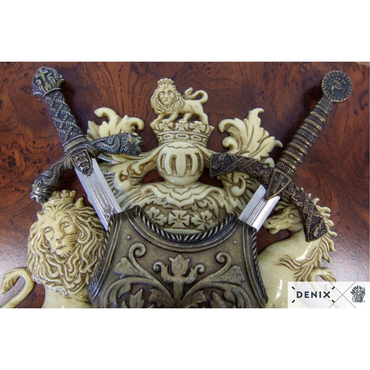 Панно с нагрудником и двумя мечами